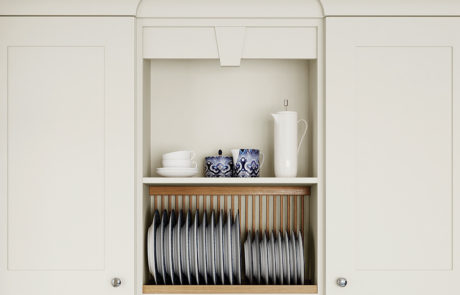 georgia-painted-porcelain-kitchen-pelmet-plate-rack