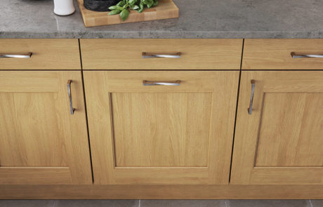 classic-traditional-country-wakefield-light-oak-kitchen-cabinets