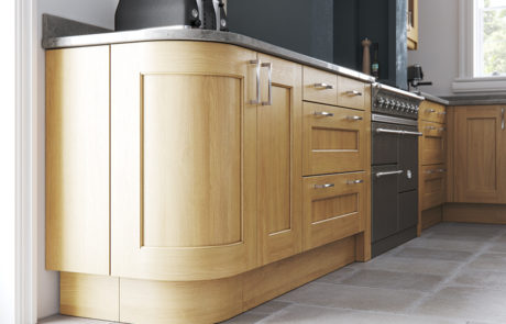 classic-traditional-country-wakefield-light-oak-kitchen-quadrant-door-A